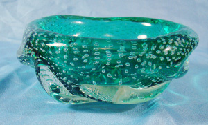 Controled bubble art glass ashtray